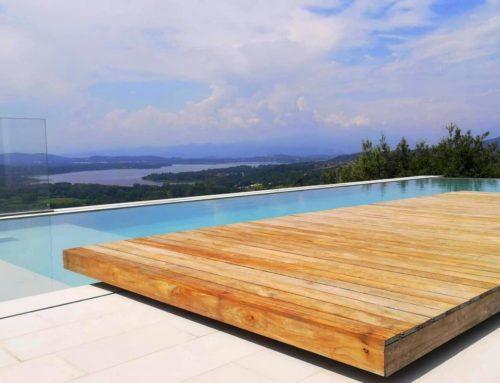 Pisicina Panoramica con piano vasca in legno teak